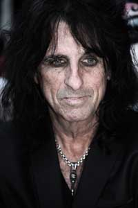 Alice Cooper auditions freaks for Halloween show in London
